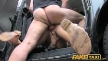 Sehe ein scharfes Anal Sex Video mit einer geilen Sahneschnitte